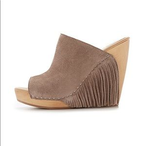 Dolce Vita Cai Wedge in Taupe